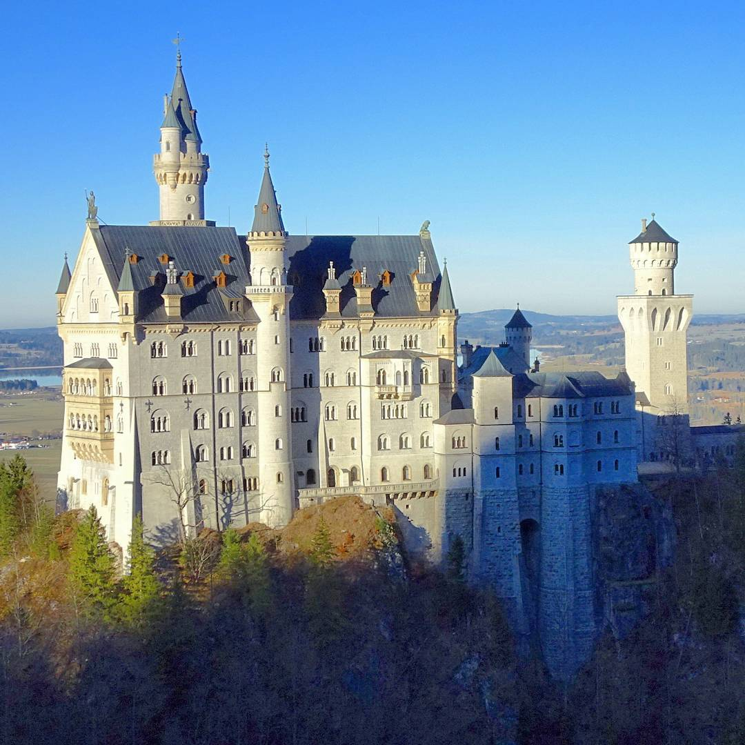 how to get to neuschwanstein castle from munich by train